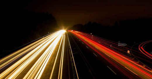 Autobahn, A5, Nacht, Raser, Verkehr, Ausfahrt, Scheinwerfer, © Pixabay (Symbolbild)