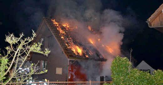 Feuerwehr, Schweiz, Dachstuhlbrand, Flammen, © Polizei Basel-Landschaft