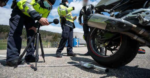 Motorrad, Motorradfahrer, Lärm, Polizei, Kontrolle, © Marijan Murat - dpa