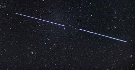 Starlink, Satelliten, Nachthimmel, Himmelskörper, SpaceX, Elon Musk, © Patrick Pleul - dpa-Zentralbild / dpa