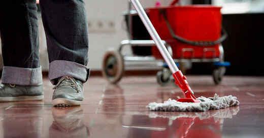 Putzen, Reinigungskraft, Wischmopp, © IG BAU (Symbolbild)