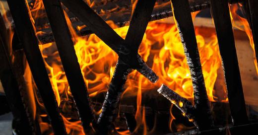 Feuer, Brand, Flammen, Holz, Feuerwehr, © Pixabay (Symbolbild)