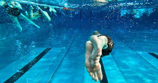Freibad, Schwimmbad, Wasser, Abkühlung, © Julian Stratenschulte - dpa (Symbolbild)