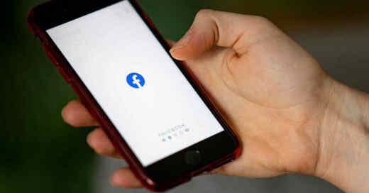 Smartphone, Handy, Facebook, App, Social Media, Soziales Netzwerk, © Fabian Sommer - dpa (Symbolbild)