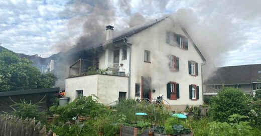 Feuerwehr, Brand, Rauch, Feuer, Pratteln, Basel, Schweiz, © Polizei Basel-Landschaft