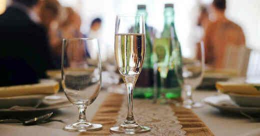 Sektglas, Feier, Alkohol, Party, Geburtstag, © Pixabay (Symbolbild)