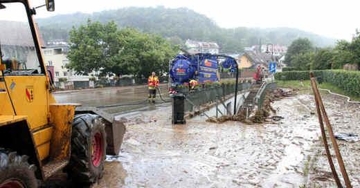 Inzlingen, Hochwasser, Unwetter, Überschwemmung, Schlamm, Überflutung, Bagger, © Thomas Reichelt - dpa (Archivbild)