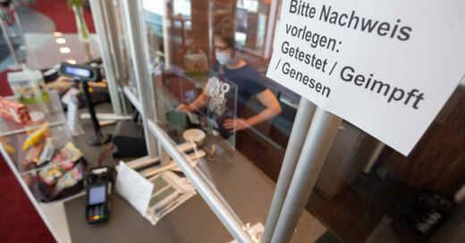 3G-Regeln, Kino, Getestet, Geimpft, Genesen, Kinokasse, Kino, Coronavirus, Pandemie, © Julian Stratenschulte - dpa (Archivbild)