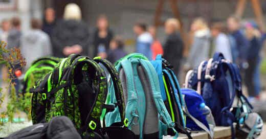 Schule, Schulranzen, Rucksack, Unterricht, Teenager, Jugendliche, Schüler, Kinder, © Martin Schutt - dpa-Zentralbild