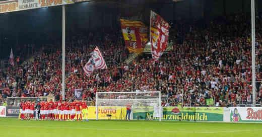 Dreisamstadion, Nordtribüne, Abschied, Heimsieg, Augsburg, SC Freiburg, Fußball, Bundesliga, © Philipp von Ditfurth - dpa