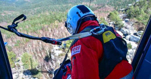 DRF Luftrettung, Hubschrauber, Rettungshubschrauber, Helikopter, Bergwacht, Abseilen, Seilwinde, © DRF Luftrettung (Archivbild)