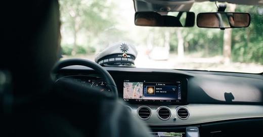 Polizei, Streifenwagen, Mütze, Fahndung, Einsatz, © baden.fm (Symbolbild)