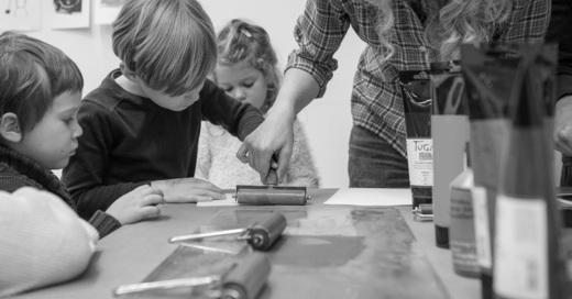 Buchkinder-Werkstatt: Vom goldenen Vogel und Mondgesichtern - Wilder Freitag mit Tusche, Pappe und Zwirn (5-10 Jahre), © © Veranstalter