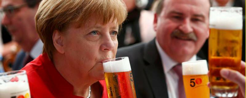 Angela Merkel, Bier, Deutsches Reinheitsgebot, © Michaela Riehle - dpa