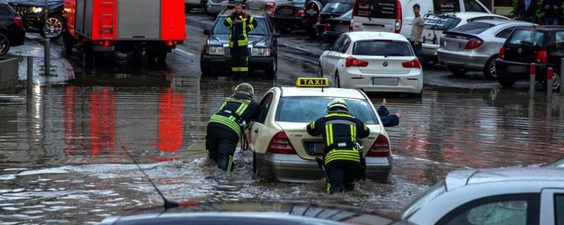 Feuerwehr, Hochwasser, Wiesbaden, © Darius Ansari - Wiesbaden 112 / dpa