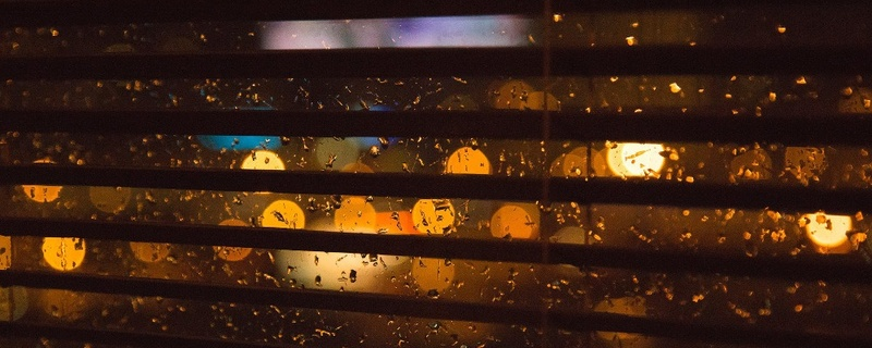 Fenster, Scheibe, Jalousie, Regentropfen, © Pixabay