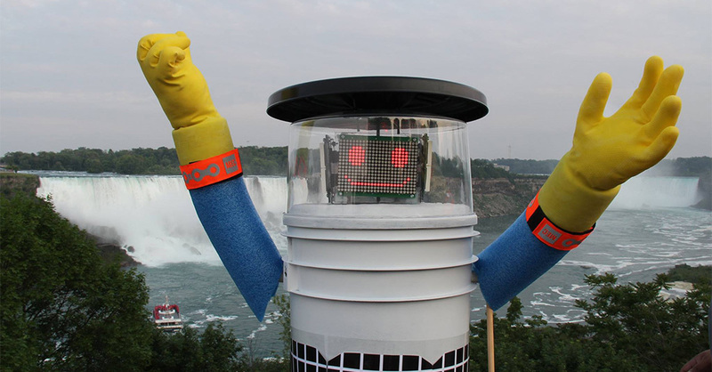 © Facebook - hitchBOT