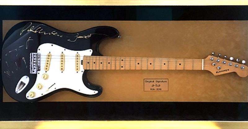 a-ha, Gitarre, Auktion, © United Charity / Stiftung Kinderlachen e.V.