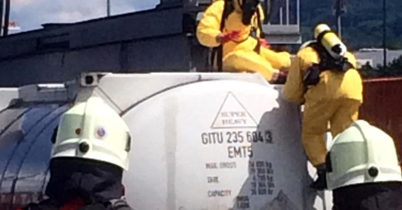 Gefahrgut, Chemikalie, Container, Feuerwehr, © Bundespolizeiinspektion Weil am Rhein