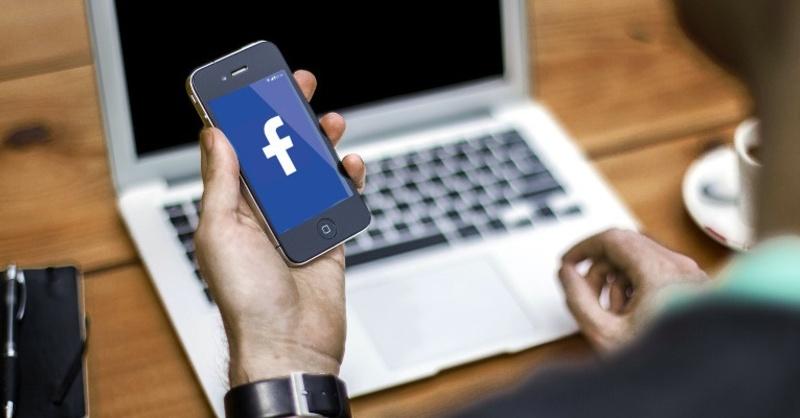 Facebook, Smartphone, Internet, © Pixabay