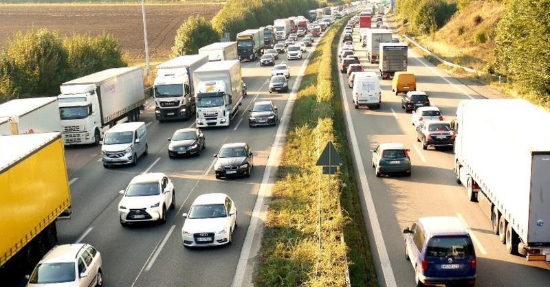 Lastwagen, Stau, Verkehr, © Pixabay