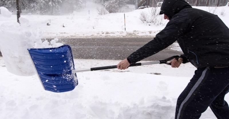 Schnee, Schaufel, Winterdienst, © Patrick Seeger - dpa