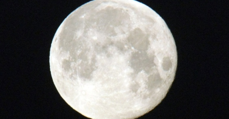 Mond, Vollmond, Nacht, Himmel, © Patrick Seeger - dpa