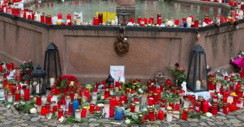 Brunnen, Trauer, Kerzen, Endingen, Mord, © Patrick Seeger - dpa