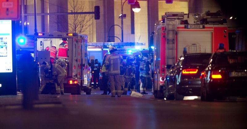 Berlin, Terroranschlag, Lastwagen, Weihnachtsmarkt, Blaulicht, © Paul Zinken - dpa