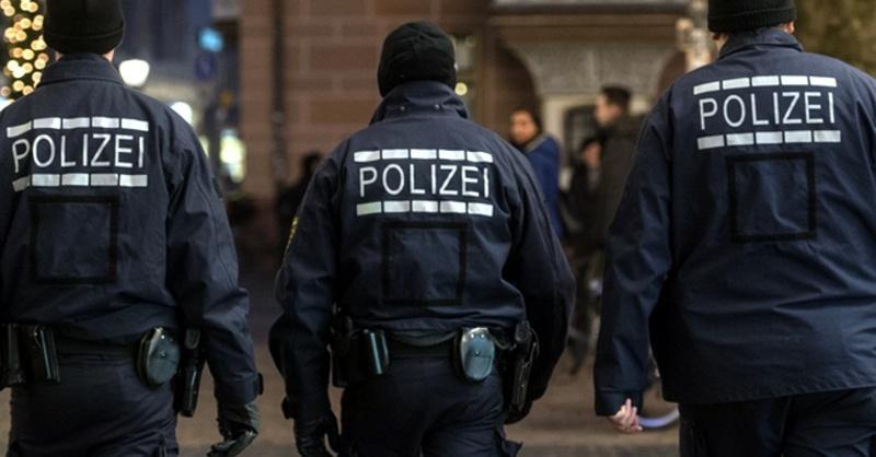 Polizei, Streife, Weihnachtsmarkt, © Patrick Seeger - dpa