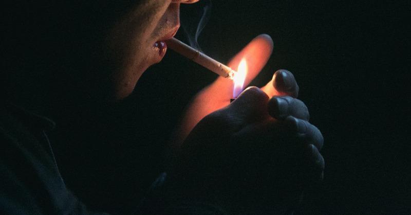 Rauchen, Zigarette, Feuerzeug, © Pixabay