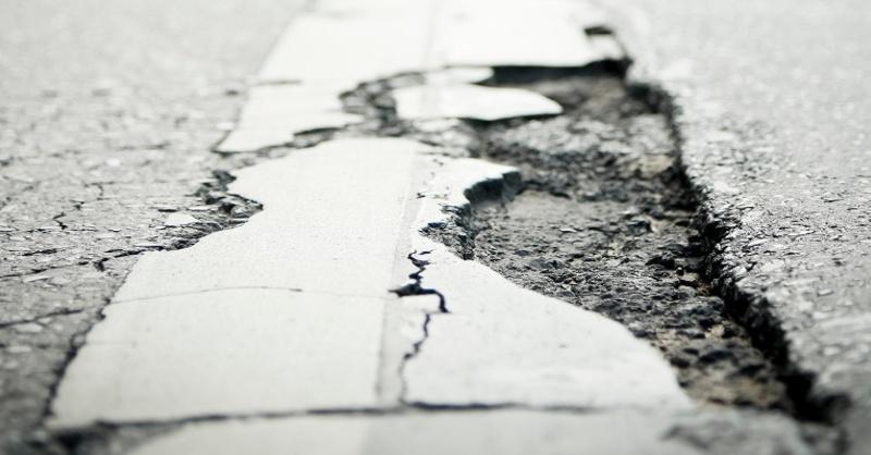 Asphalt, Straßenschäden, Schlagloch, © IG BAU