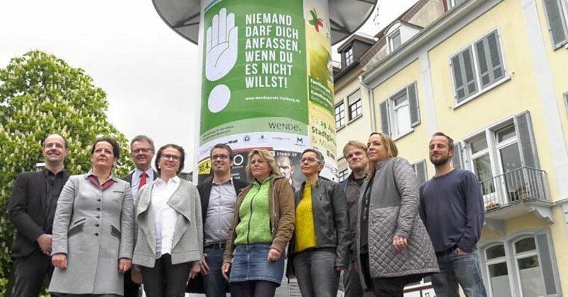 wendepunkt freiburg, gute tat mit plakat, spendenfreunde,, © baden.fm