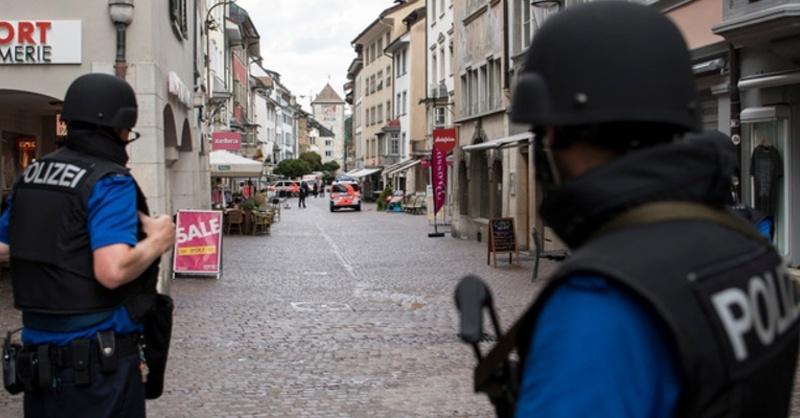 Schaffhausen, Polizei, Maschinengewehr, © Ennio Leanza - Keystone / dpa
