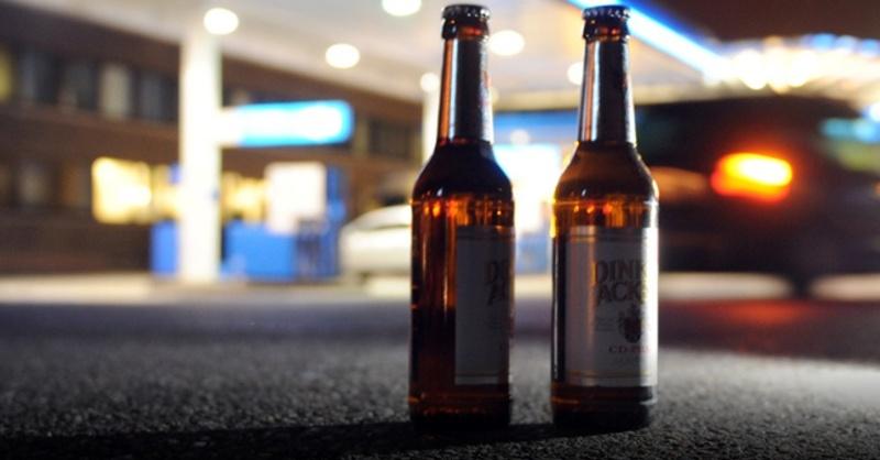 Alkoholverbot, Bier, Tankstelle, © Bernd Weißbrod - dpa (Symbolbild)