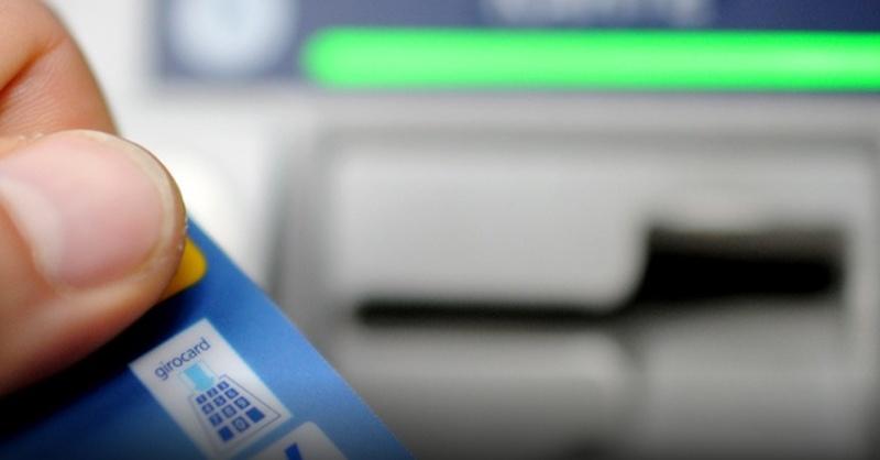 EC-Karte, Geldkarte, Geldautomat, Bank, © AngelikaWarmuth - dpa