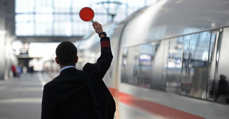 Deutsche Bahn, ICE, Schaffner, Zugbegleiter, © Andreas Gebert - dpa (Symbolbild)