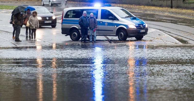 Feuerwehr, Unwetter, Hochwasser, Überflutung, © Patrick Seeger - dpa