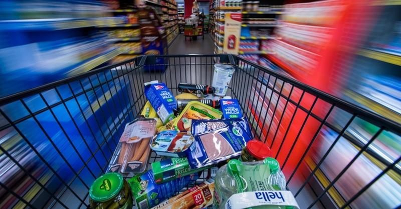 Einkaufswagen, Supermarkt, Lebensmittel, © Jens Büttner - dpa (Symbolbild)