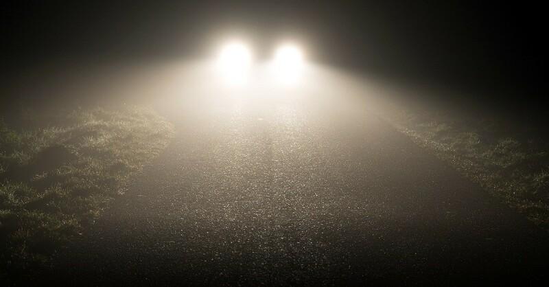Auto, Scheinwerfer, Nacht, © Pixabay (Symbolbild)