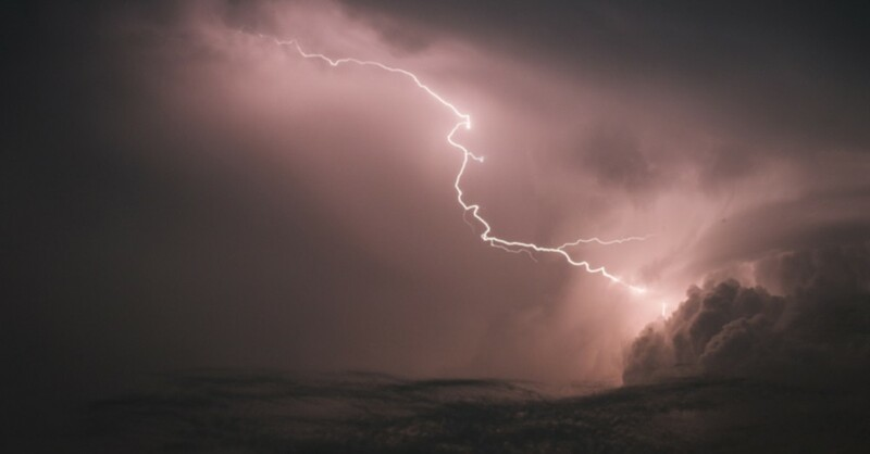 Gewitter, Unwetter, Blitz, © Ole Spata - dpa (Symbolbild)