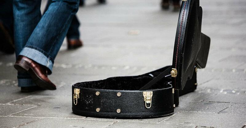 Gitarrenkoffer, Straßenmusik, © Pixabay (Symbolbild)