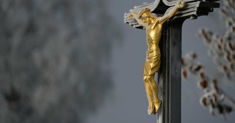 Jesus, Kreuz, katholische Kirche, © Felix Kästle - dpa (Symbolbild)