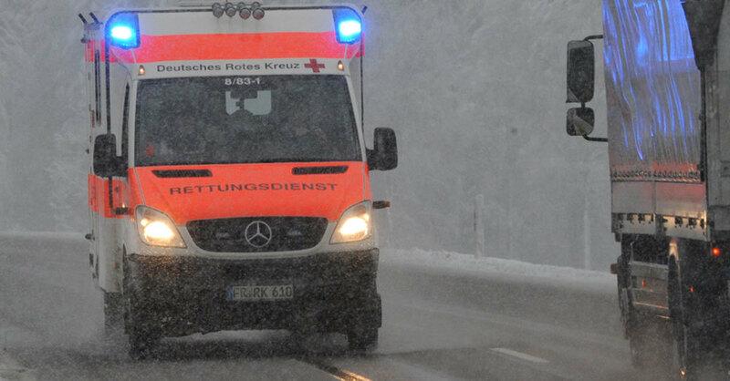 Rettungswagen, Krankenwagen, Blaulicht, © Patrick Seeger - dpa (Symbolbild)