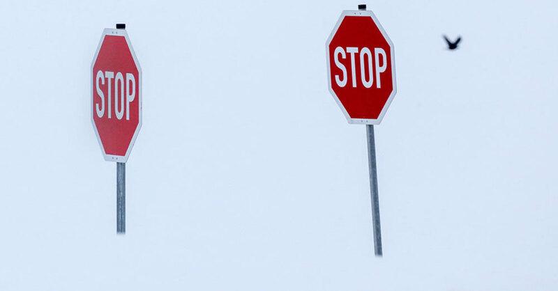 Stoppschild, Schnee, Winter, © Thomas Warnack - dpa (Symbolbild)