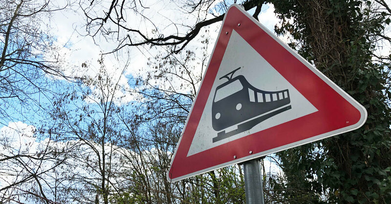 Bahnübergang, Warnschild, © baden.fm (Symbolbild)