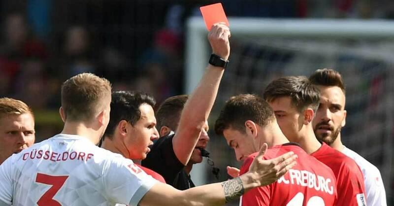 SC Freiburg, Fortuna Düsseldorf, rote Karte, Schiedsrichter, © Patrick Seeger - dpa