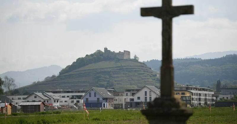 Staufen, Missbrauch, Kreuz, Burg, © Patrick Seeger - dpa (Symbolbild)
