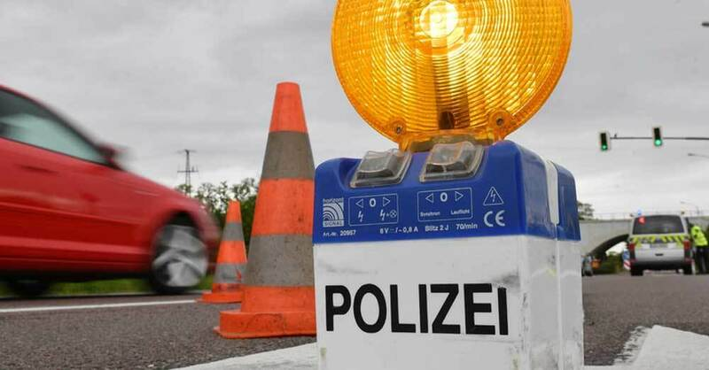 Polizei, Kontrolle, Unfall, © Hendrik Schmidt - dpa (Symbolbild)