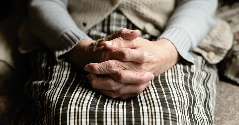 Smybolbild - Hände im Schoß, © pixabay